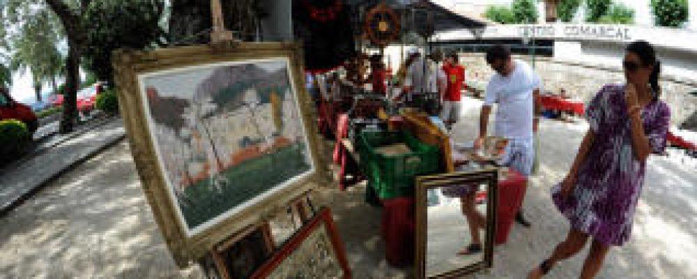 A Feira de Antigüidades volve a Praza do Concello este Domingo