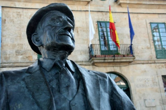 Concello e escultura de Cabanillas
