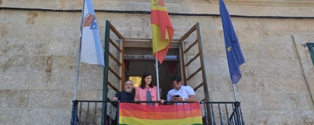 IZADO DA BANDEIRA LGTB NO CONCELLO DE CAMBADOS